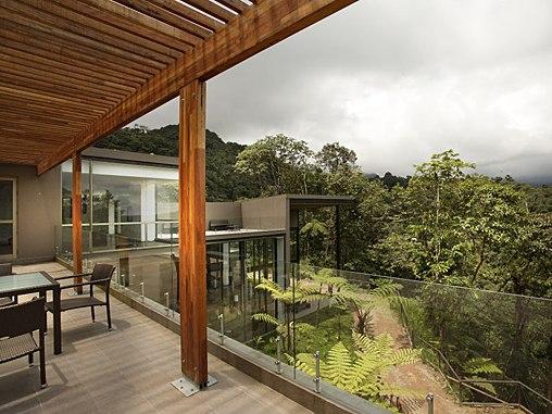 Mashpi-lodge-ecuador-terrace
