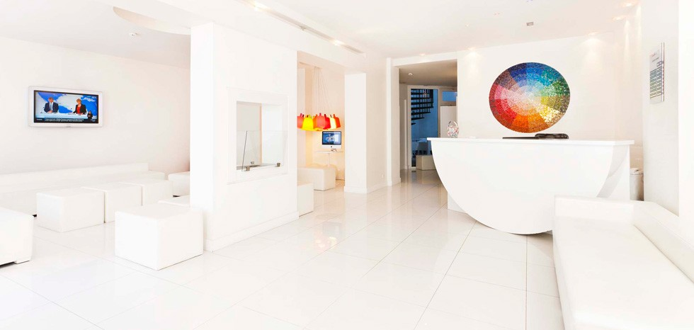 The most amazing colorful hotels eccentric hotels for Color design hotel paris