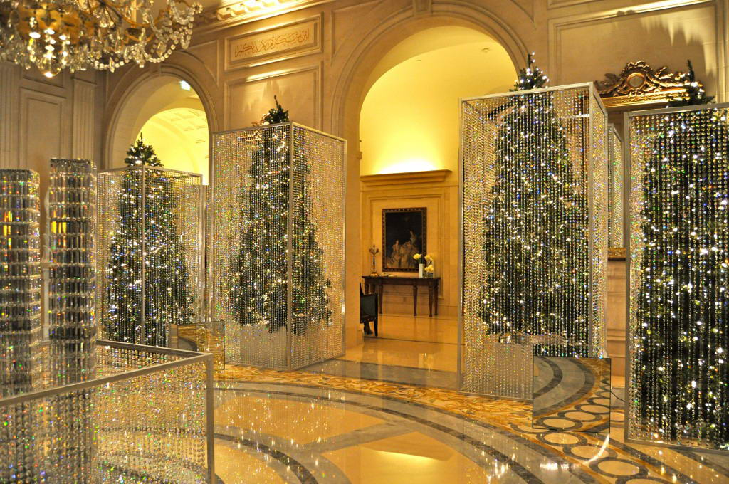 four seasonsnew york decorated with enchanting taste this hotel owns the holiday magic inside in the rooms in the hall and in the loby too - Hotel Christmas Decorations
