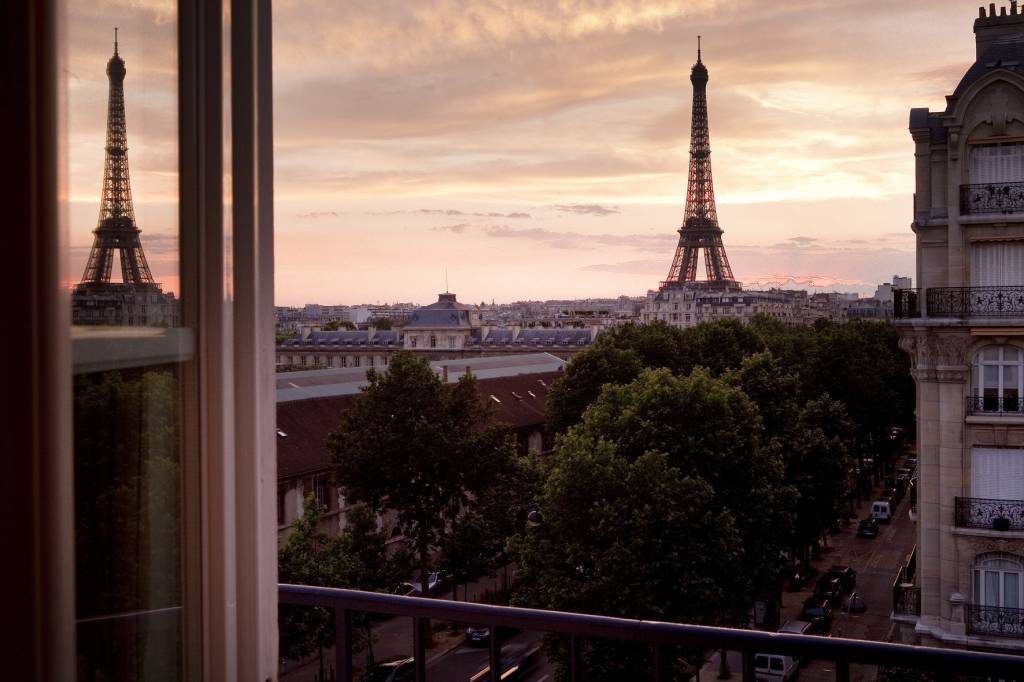 La vie en rose trough your window hotels with best view for Hotels near effiel tower