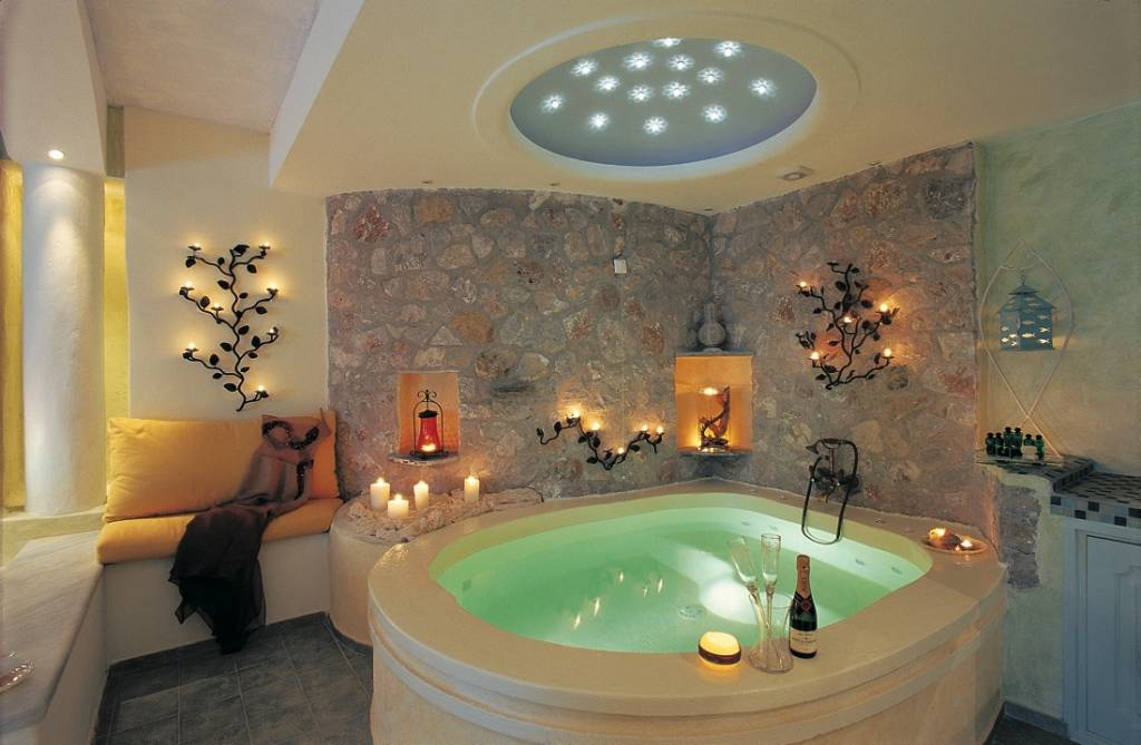 Hotels with in room jacuzzi eccentric hotels for Bathroom ideas for couples