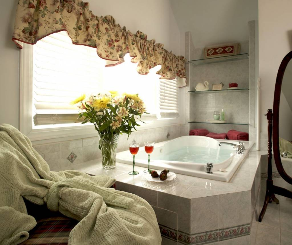 Hotels With In Room Jacuzzi  Eccentric Hotels. Multi Room Speakers. Black Wrought Iron Wall Decor. Traditional Living Room Design. Decorative Rocks. Raymour And Flanigan Living Room Furniture. Formal Dining Room Sets. Robert Allen Decorative Trims. Ashley Furniture Dining Room Table