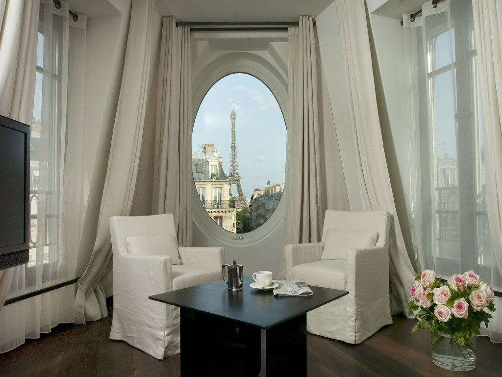 La vie en rose trough your window hotels with best view for Hotel near eiffel tower paris