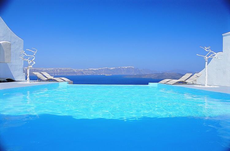 Astarte-Suites-Hotel-Infinity-Pool-750x492